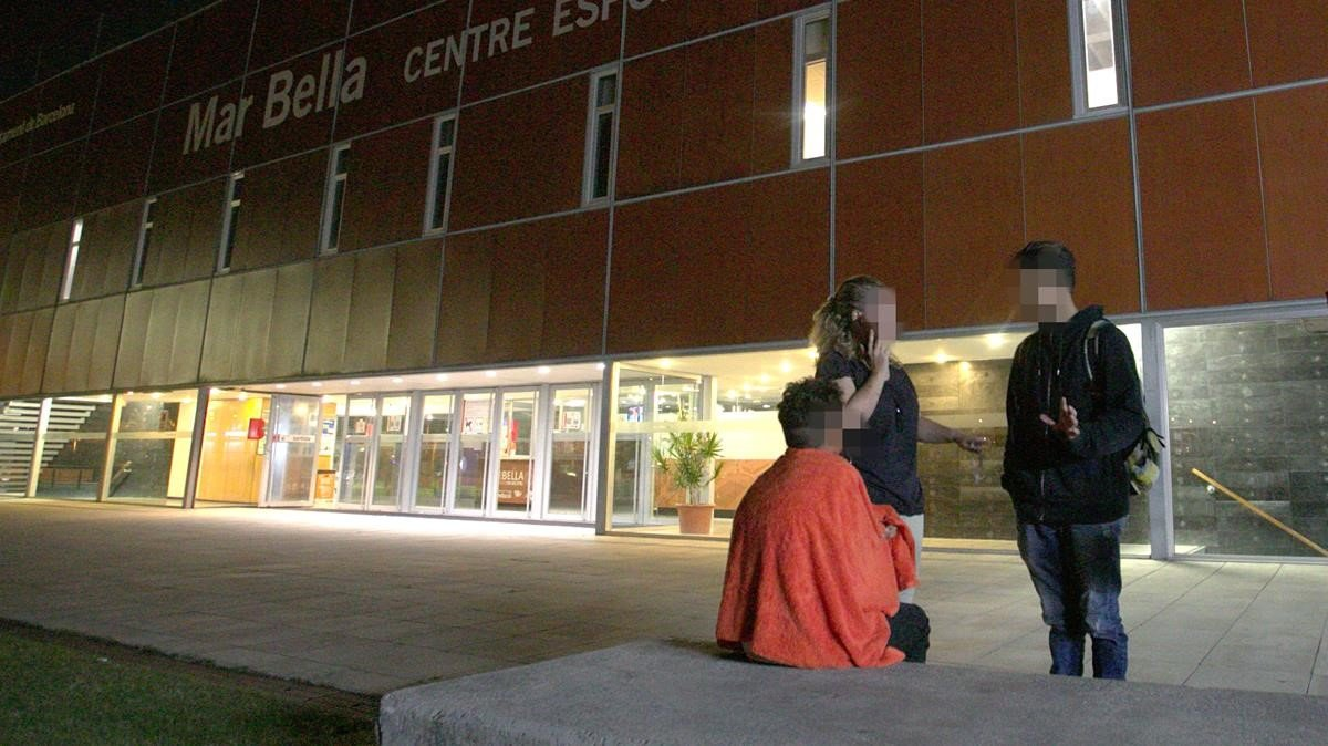 Menor no acompañado atendido en el polideportivo municipal de la Mar Bella, el pasado 27 de septiembre.
