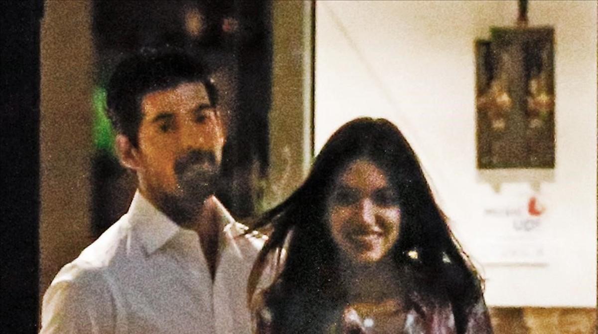 Miguel Ángel Muñoz y Ana Guerra, fotografiados a la salida de un restaurante.