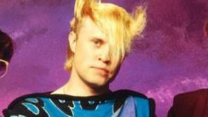 Mike Score, cantante de A Flock of Seagulls.
