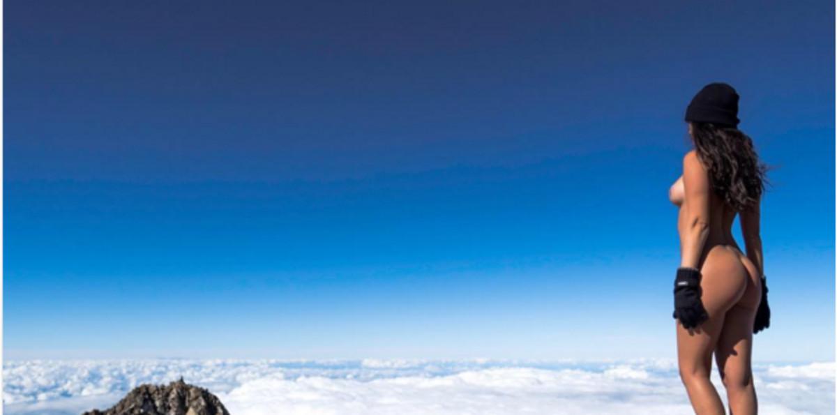 La modelo PlayboyJaylene Cook desnuda sobre el monte Taranaki en la foto de la polémica.