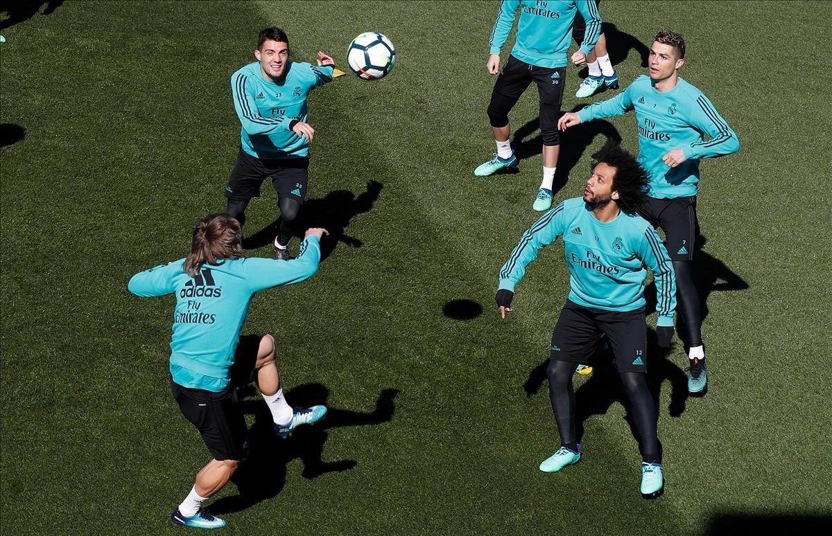Modric, Kovacic, Ronaldo y Marcelo, durante el entrenamiento de este viernes en Valdebebas.