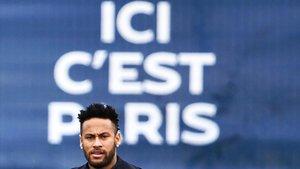 Neymar, en el entrenamiento del Paris SG antes del duelo con el Rennes.