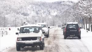 Circulación por la carretera C-38 a la altura de Camprodon.
