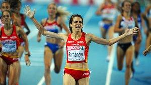 Nuria Fernández, ganando el Europeo de 1.500 metros en Barcelona, por delante de Natalia Rodríguez.