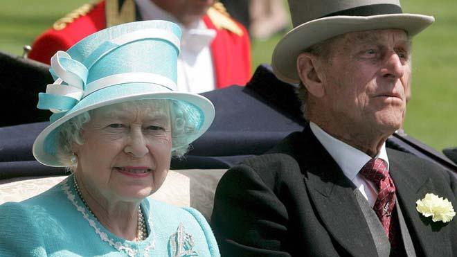 Preparan la evacuación de Isabel II ante disturbios por Brexit duro