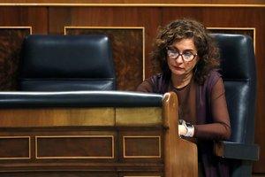 GRAF4500 MADRID, 04/02/2020.- La ministra de Hacienda, María Jesús Montero, en su escaño durante el pleno celebrado este martes en el Congreso. EFE/Zipi