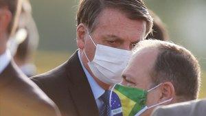 El presidente de Brasil, Jair Bolsonaro, con mascarilla blanca, el pasado 9 de junio en un acto en Brasilia.