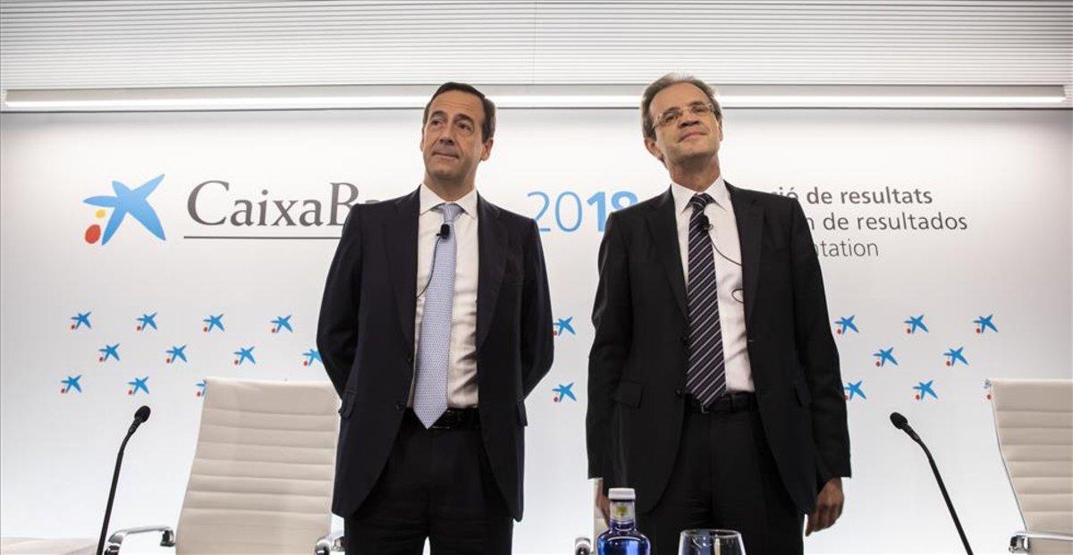 El presidente de CaixaBank, Jordi Gual, y el consejero delegado, Gonzalo Gortázar, en una presentación de resultados anterior
