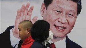 Una valla publicitaria con la foto del líder chino Xi Jinping en Pekín.