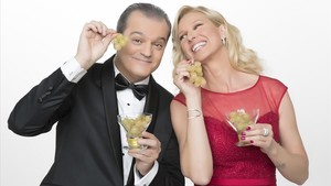 Ramón García y Anne Igartiburu retransmiten las campanadas del 2017 en TVE-1.