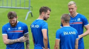 Varios jugadores de Islandia, en un entrenamiento.