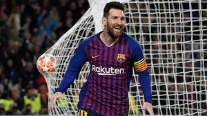 Messi celebra su golazo de falta ante el Liverpool.