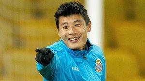 Wu Lei, en un entrenamiento del Espanyol en Inglaterra.