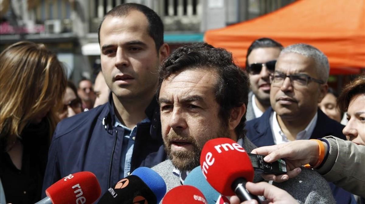 El secretario general del grupo parlamentario de Ciudadanos, Miguel Gutiérrez, comparece ante los medios y valora la actitud de Pérez Oteiza