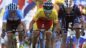 Valverde supera a Bardet y a Woods, en el esprint final por el título mundial, en Innsbruck.