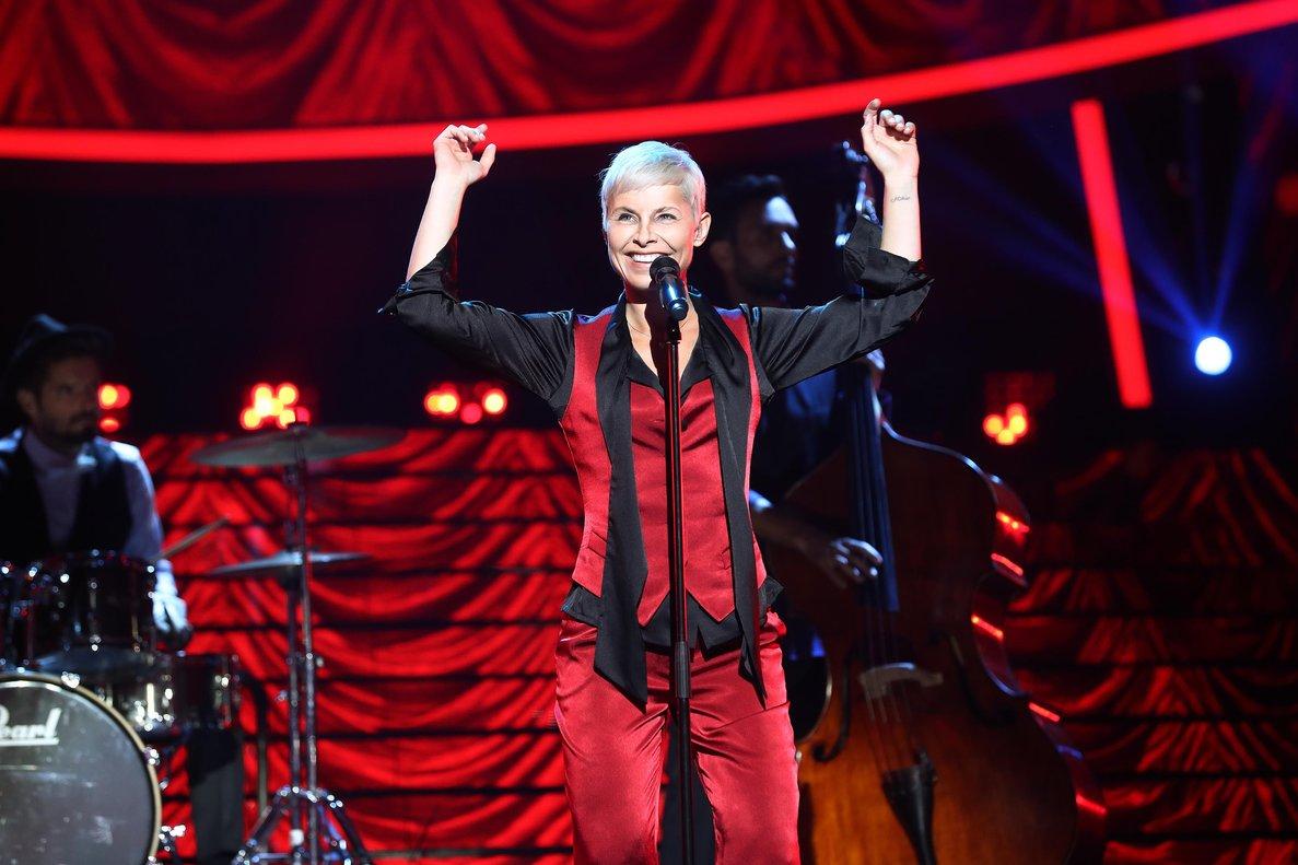 Soraya imitando a Annie Lennox en la cuarta gala de TCMS 7