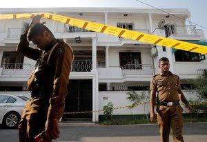 La policía de Sri Lanka en operativos para dar con los responsables del atentado terrorista.