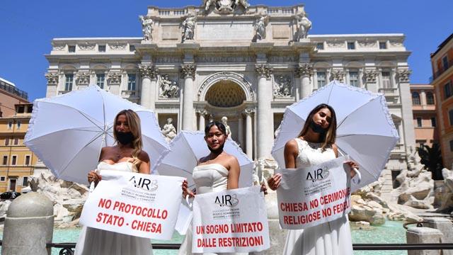 Protesta de núvies a Roma per l'ajornament dels casaments per la Covid