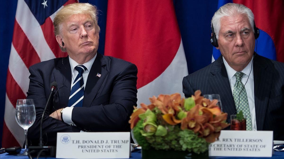 Trump (izquierda) y Tillerson escuchan a una delegación extranjera, en el marco de la Asamblea General de la ONU, el 21 de septiembre, en Nueva York.