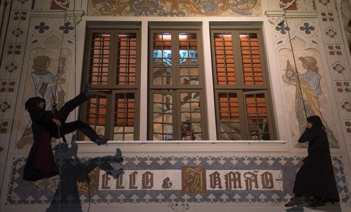 Una actuación con actores, en la gran fiesta deHarry Potter, la noche del sábado al domingo en Oporto, ante la célebre librería Lello, celebrando el lanzamiento mundial del nuevo libro de la saga.