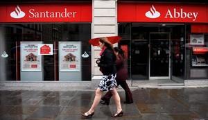 Una oficina del Banco Santander en Reino Unido.