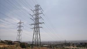 La CNMC alleugereix la retallada a les elèctriques per les seves xarxes