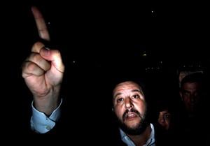 La fiscalia acusa Salvini a segrestar immigrants per coaccionar la UE