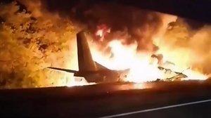 26 morts a l'estavellar-se un avió militar a Ucraïna