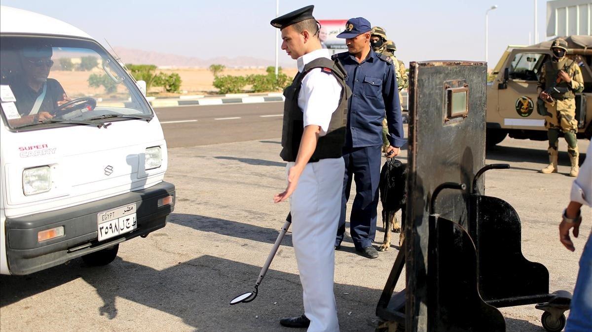 Control policialen la península del Sinaí.