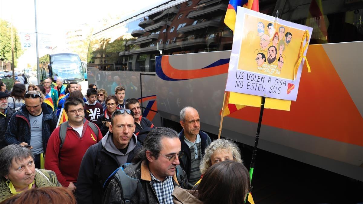 Muchos de los manifestantes han llegado con tiempo a Barcelona con autocares.