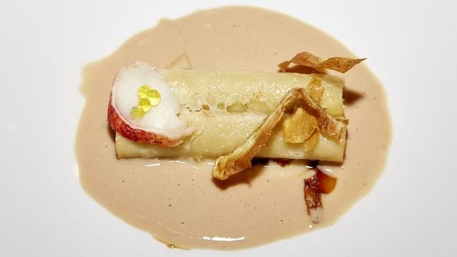 Macarrones con parmesano viejo, bogavante y sopa de fuagrás y café.