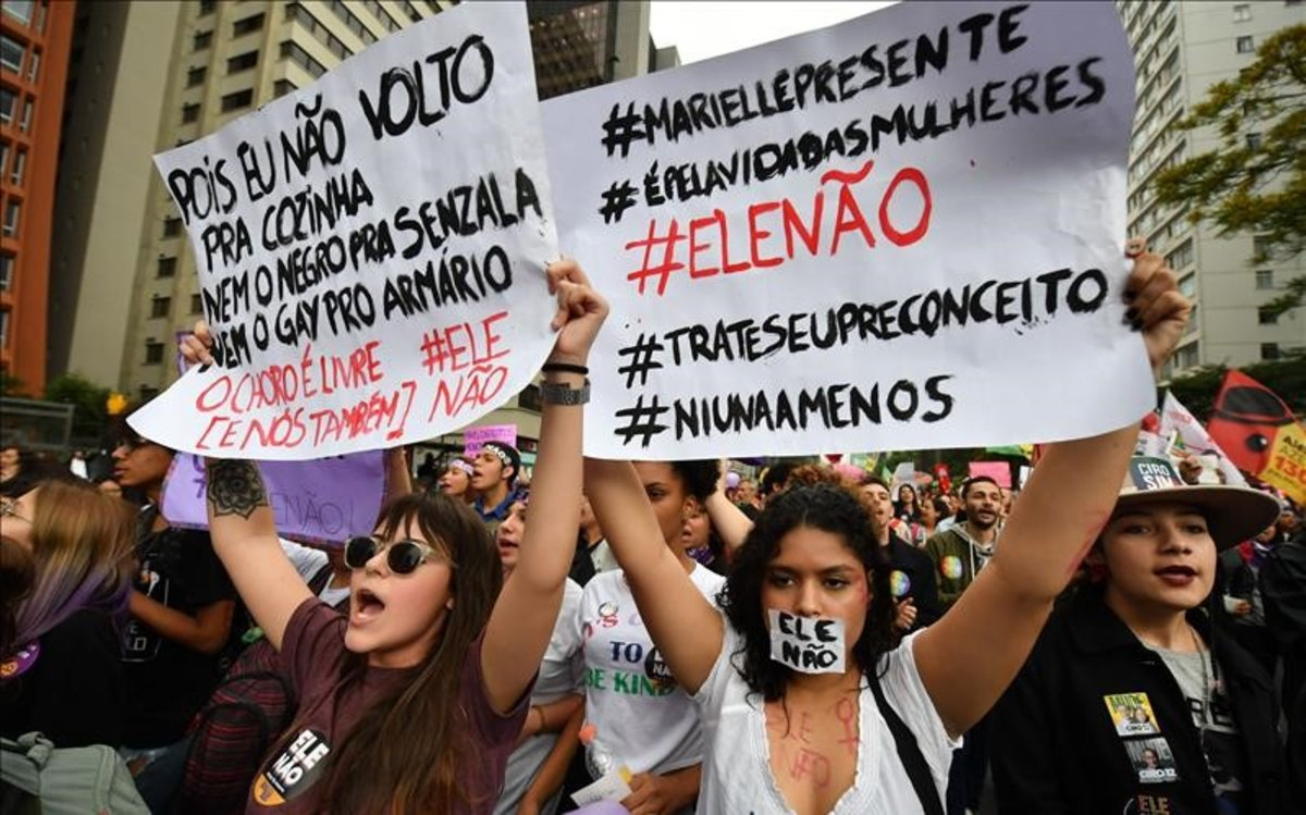 Marcha de mujeres el pasado 6 de octubrecontra la candidatura del ultra Jair Bolsonaro, que parte como favorito enla segunda vuelta de las elecciones presidenciales deBrasil.