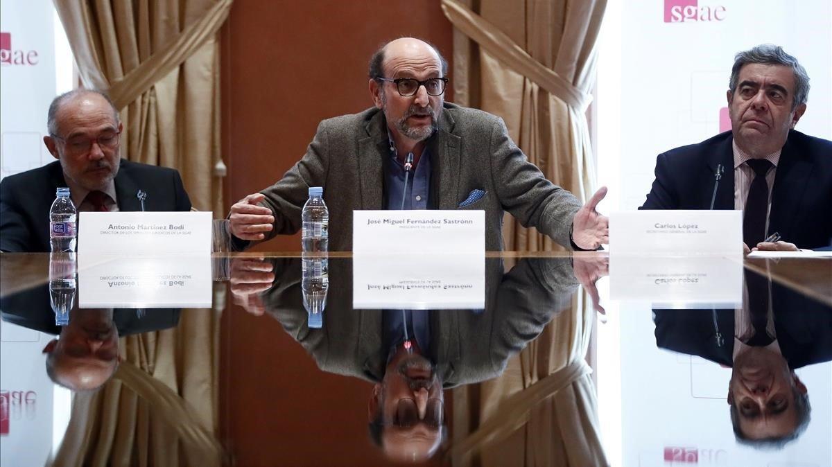José Miguel Fernández Sastrón, en el centro, en la rueda de prensa de la SGAE de este jueves.