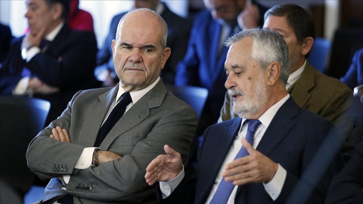 Chaves y Griñán, en el banquillo de los acusados, este lunes.