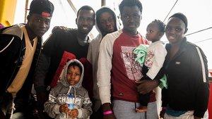 L'ACNUR reclama refugi urgent per a dos barcos amb 49 refugiats a bord