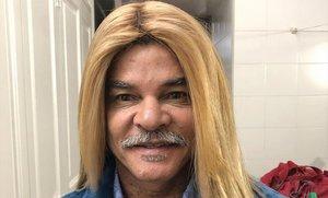 Carlos Valderrama, tal como aparece en el anuncio que le ha hecho alisarse el pelo.