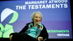 Episodi de conspiranoia lingüística pel retard de l'edició catalana de la novel·la 'Los testamentos', de Margaret Atwood
