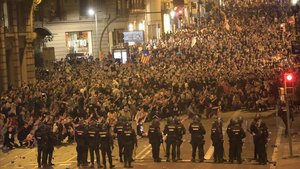 Cargas en la manifestación de Via Laietana.