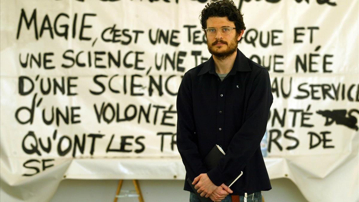 Asier Mendizabal, en el Macba durante la presentación de la exposición que el centro le dedicó.