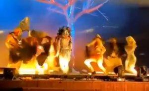 Momento del ataque a los bailarines españoles.