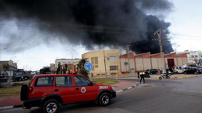 Impressionant incendi duna fàbrica química a València