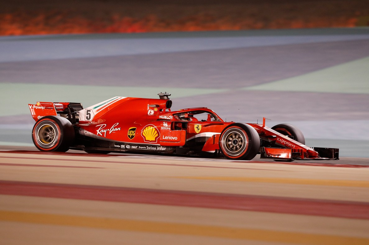 Manama (Bahrain), 08/04/2018.- German Formula One driver Sebastian Vettel of Scuderia Ferrari in action during the 2018 Formula One Grand Prix of Bahrain at the Sakhir circuit near Manama, Bahrain, 08 April 2018. (Bahrein, Fórmula Uno) EFE/EPA/VALDRIN XHEMAJ