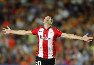 Aritz Aduriz celebra un gol con el Athletic en la Supercopa de 2015.