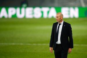 Zinedine Zidane durante la derrota del Madrid ante el Cádiz.