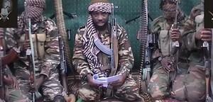 Abu-Bakr Shekau (centre), autoproclamat líder del grup islamista Boko Haram, en una imatge difosa el 25 de setembre passat.
