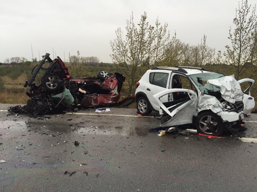 Estado de los dos coches tras la colisión.