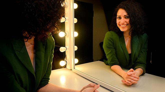Elena Gadel interpreta en acústico el tema Lluna plena.