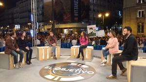 Ana Pastor con sus invitados en el especial de 'El objetivo' desde la Puerta del Sol.