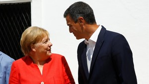 Angela Merkel y Pedro Sánchez, este sábado, antes de comenzar su desayuno de trabajo.