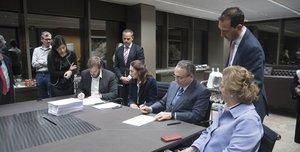 Antonio Asensio y Javier Moll rubrican la compraventa del Grupo Zeta.